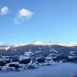 Aussicht auf Berge im Winter