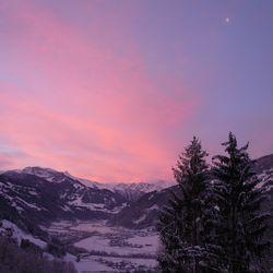 Winterlandschaft in Abenddämmerung